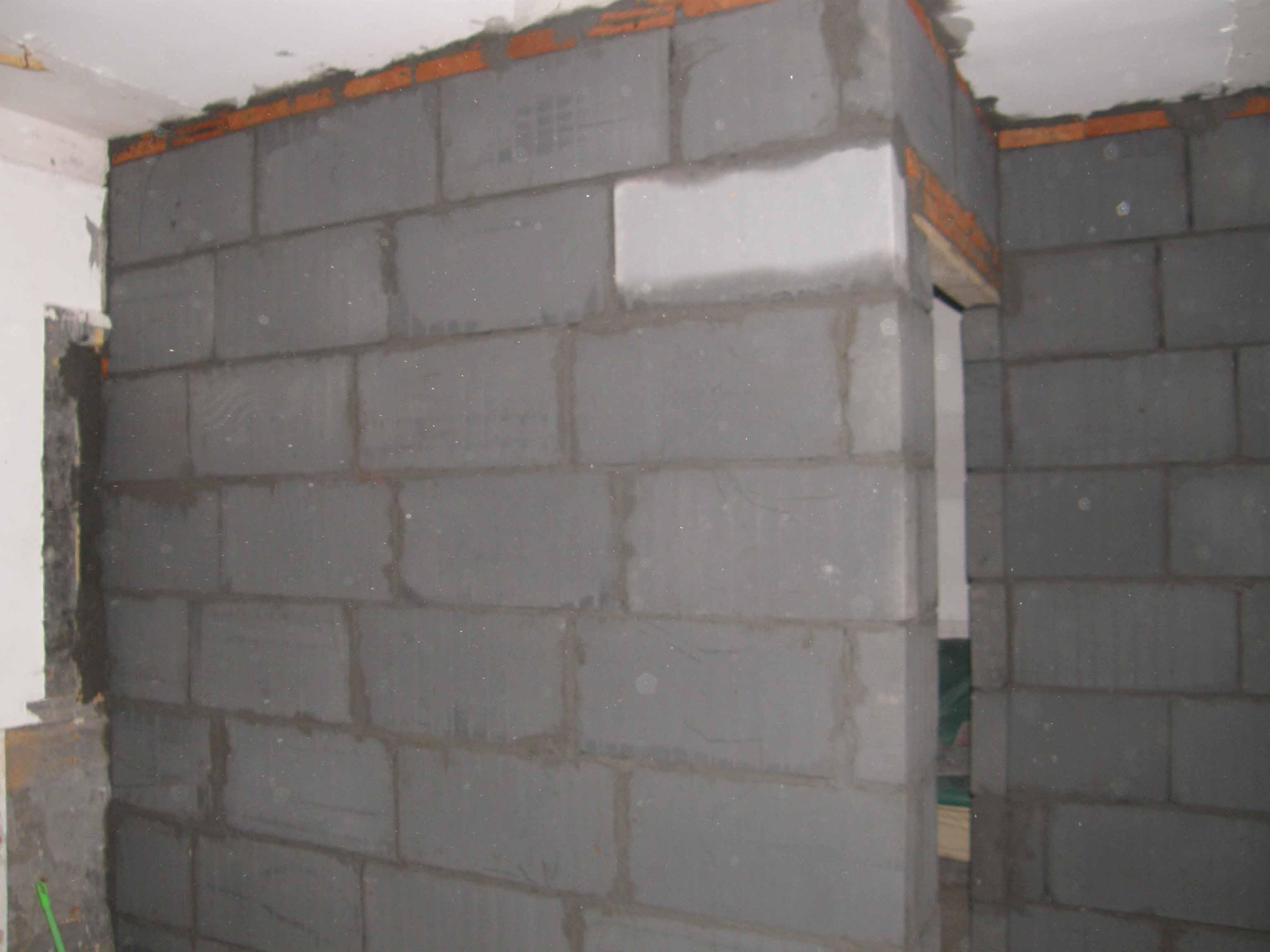 新砌的墙2.jpg 高清图片