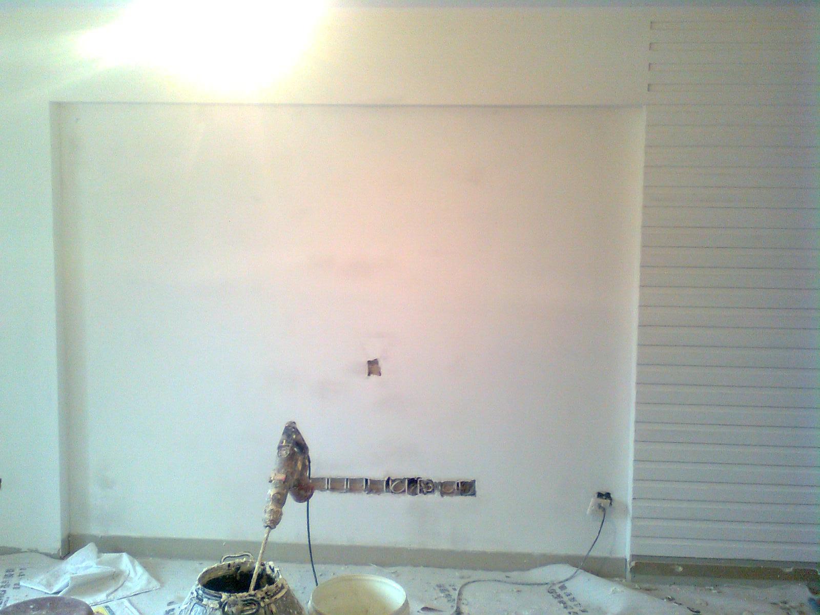 电视背景墙中间地方要贴墙纸