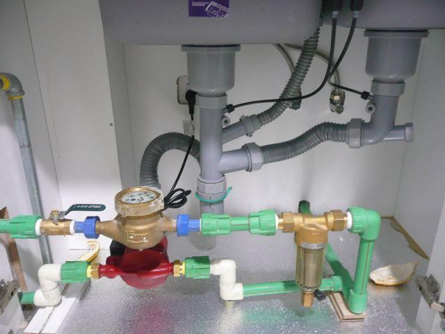 增压泵装在热水器处好还是水表处好 大话装修 装修技巧 装高清图片
