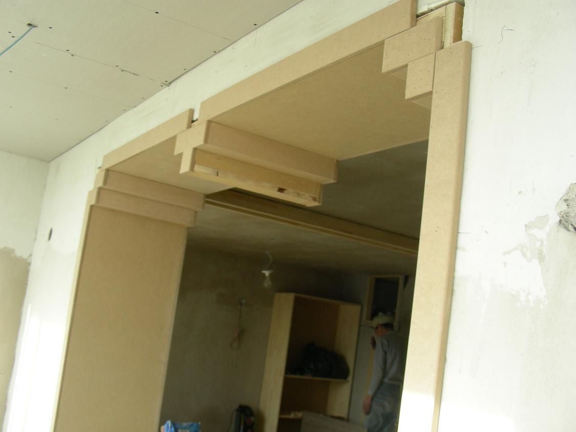 客厅与阳台之间的门套造型,是不是挺有风格的:-)