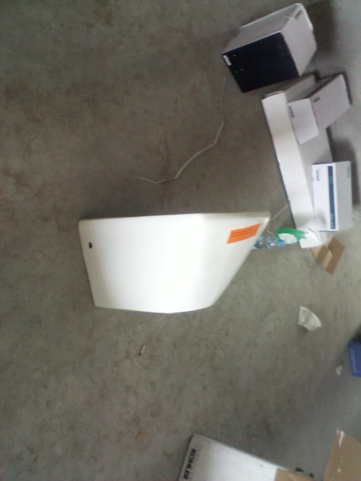 130平 水电结束开始泥瓦, update 墙排马桶安装 瓷砖铺贴中 高清图片