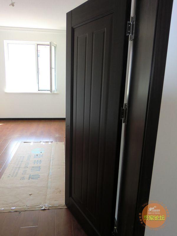 我家的门今天终于按完了,是老公喜欢的黑胡桃色,黑色既高贵又大气.