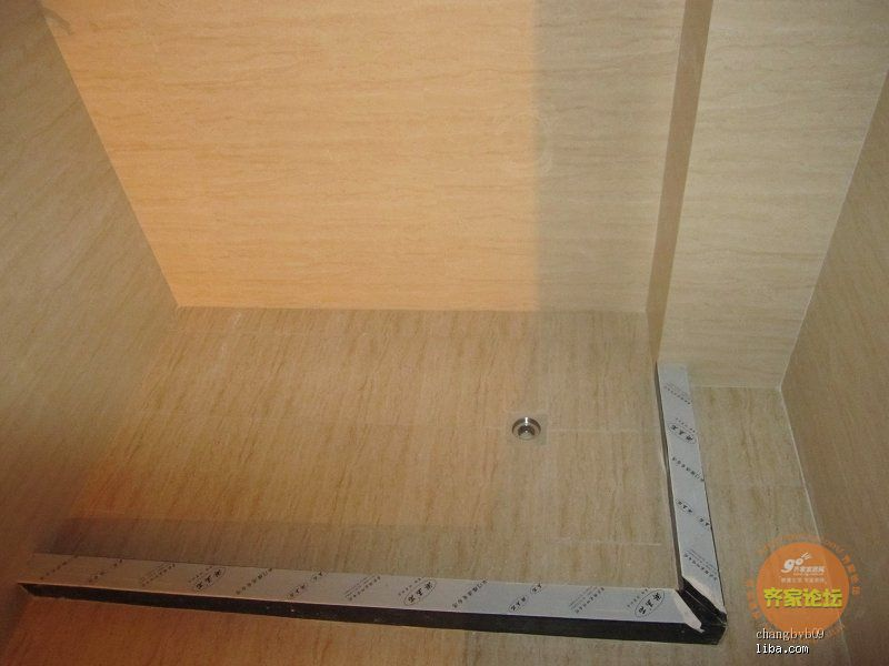淋浴房挡水条的大小是65cm 142cm 高清图片